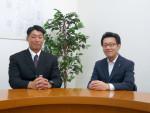 スマイルライフみやぎの代表取締役である鳥谷部剛明氏(左)と弊社代表取締役の廣中(右)。