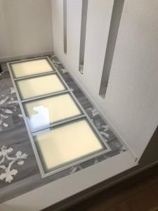 安全性にこだわった床置ガラスは上に乗っても安心です。