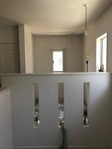天井から物干しを付けて窓も開閉出来るものに変更。洗濯物がよく乾きそうですね。